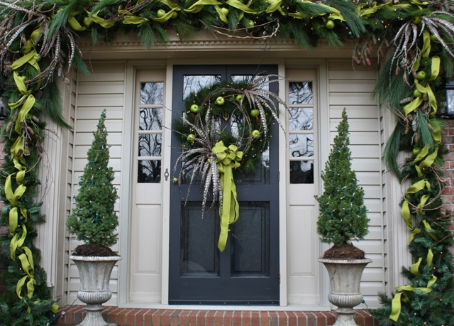 Christmas decor on pinterest christmas urns outdoor christmas - 52 Beautiful Front Door Decorations And Designs Ideas