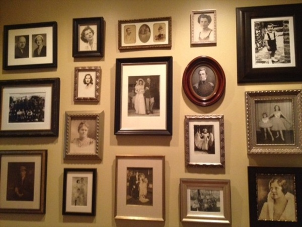 15 Ideas About Display Family Photos On The Walls