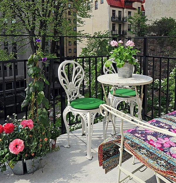 how to decorate your balcony freshnist. Black Bedroom Furniture Sets. Home Design Ideas