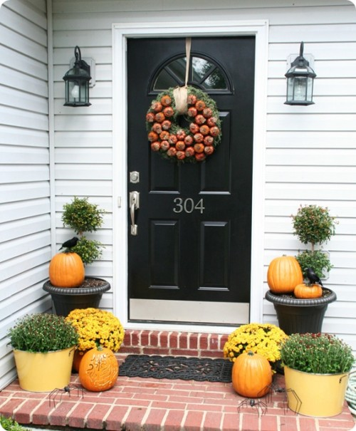 10 incredible designs fall porch decorating freshnist for Fall patio decorating ideas