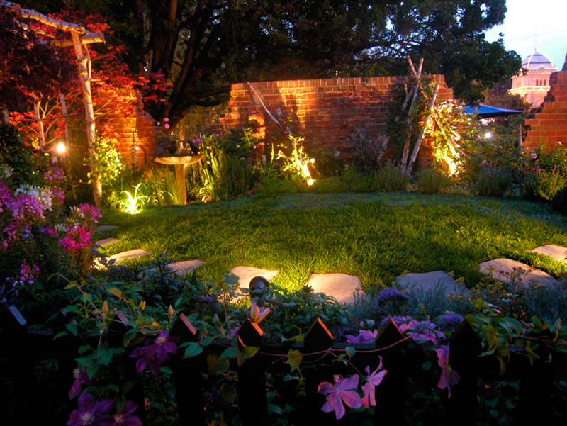 Fantastic solar outdoor lights for garden freshnist for Garden lighting designs