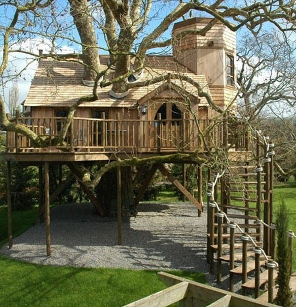 33 simple and modern kids tree house designs freshnist for Modern tree house designs