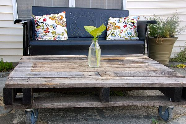 rustic-outdoor-pallet-furniture-table