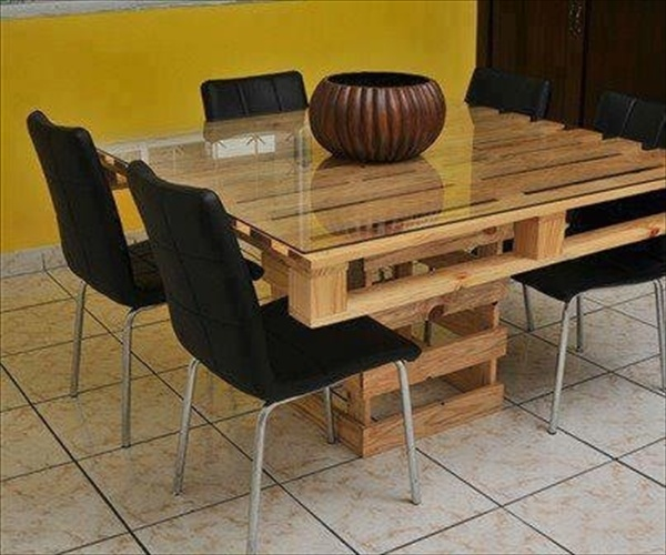 17 DIY Plans: Decorating Your Food Area on Pallet Dining Table