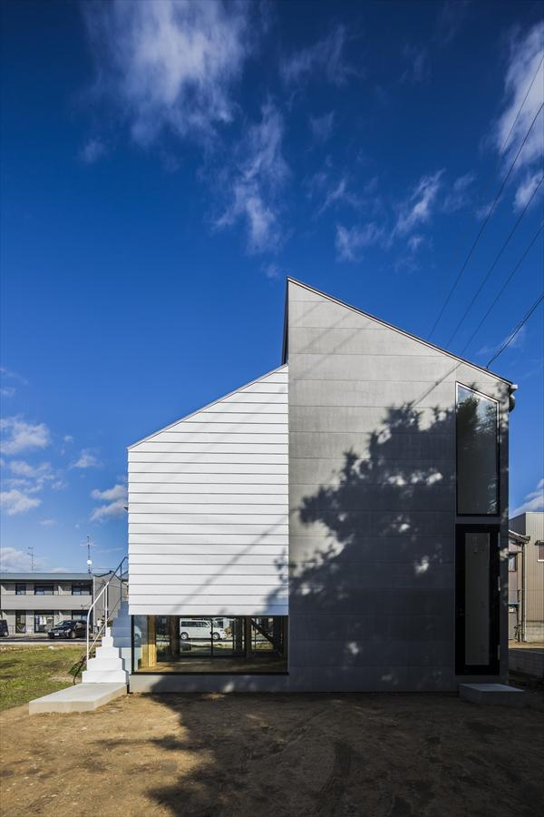 The Spacious Kawate Residence by Keitaro Muto Architects