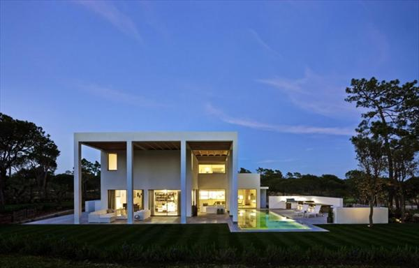 Modern and Bright Cubic Portuguese House Design